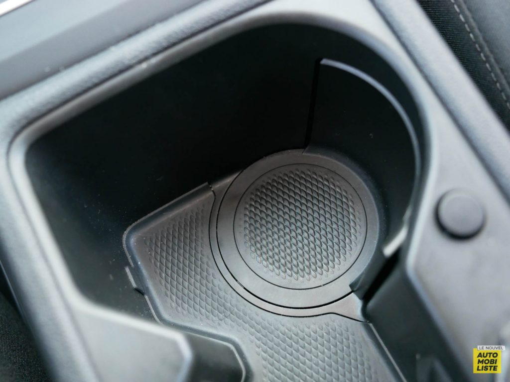 LNA ESSAI 2012 VW Golf eTSI Interieur Detail 006