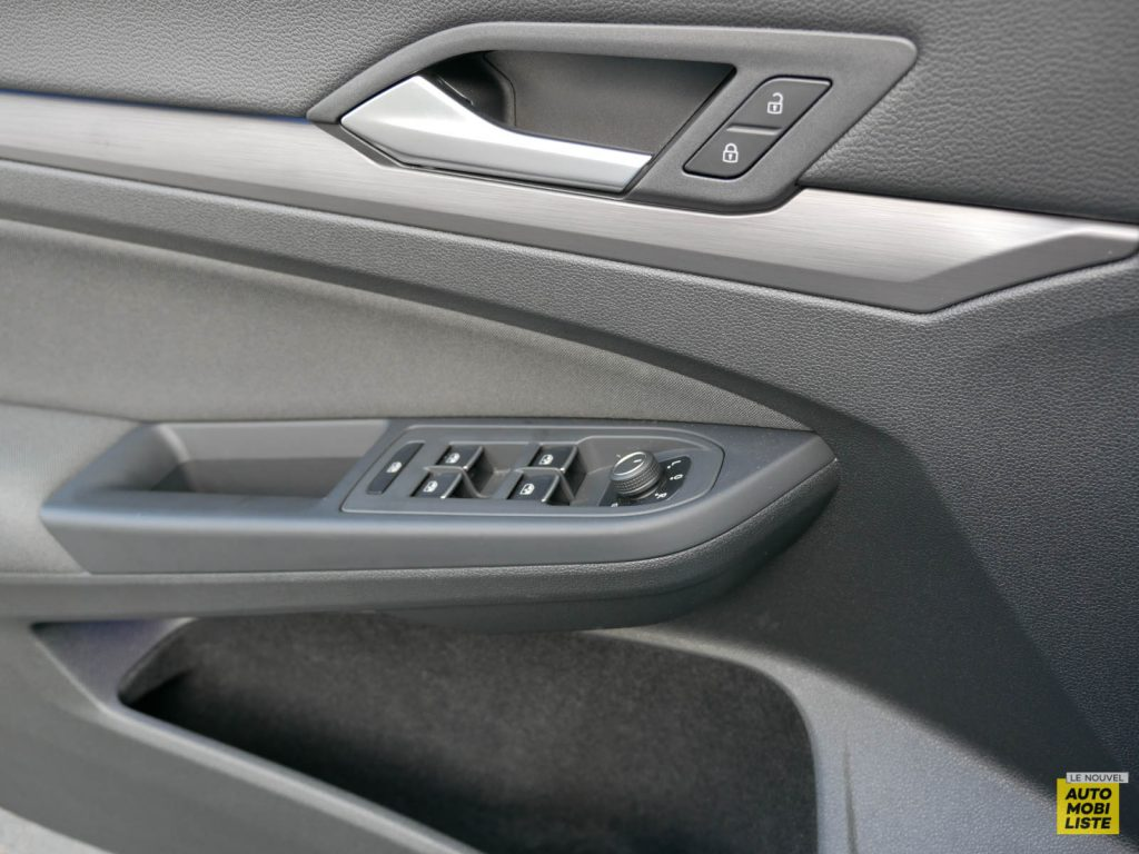 LNA ESSAI 2012 VW Golf eTSI Interieur Detail 012