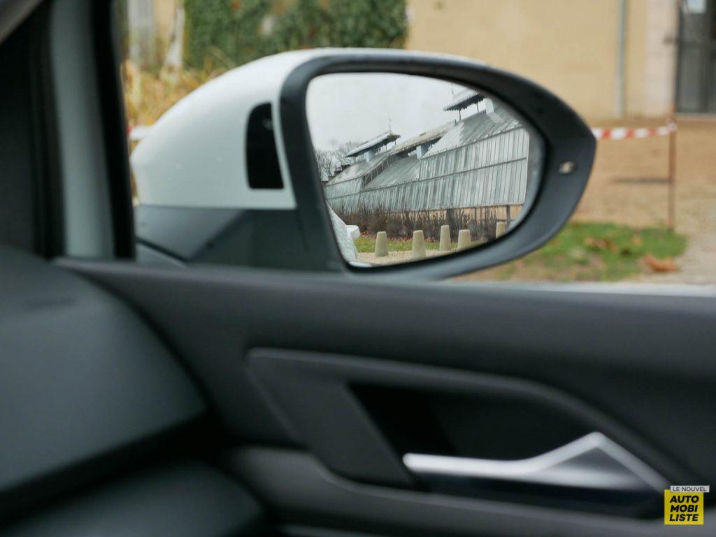 LNA ESSAI 2012 VW Golf eTSI Interieur Detail 016