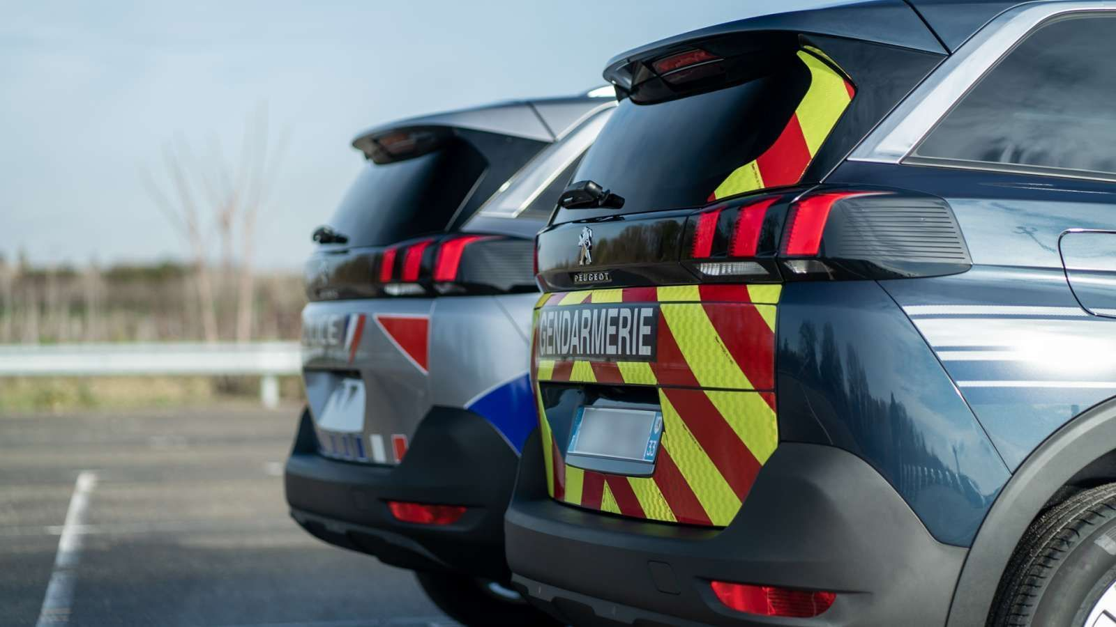 Peugeot 5008 police gendarmerie 18